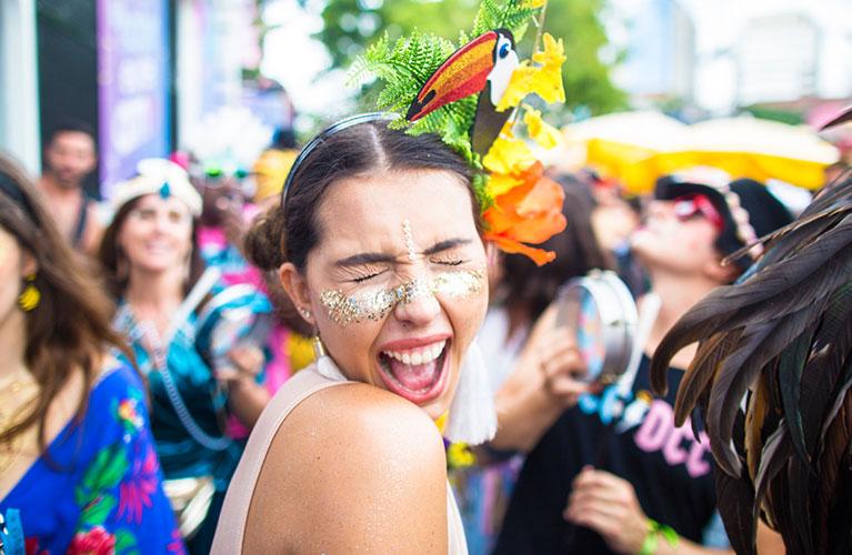 Dente Quebrado – Saiba o que fazer e não deixe de sorrir no carnaval!