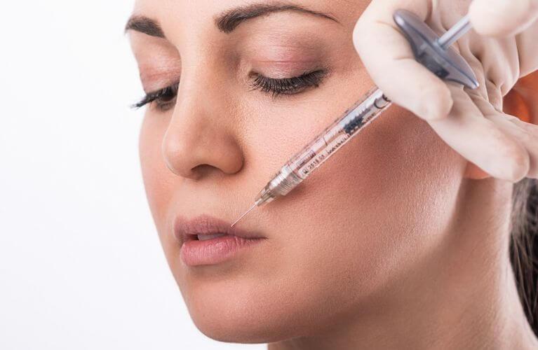 preenchimento labial com acido hialuronico